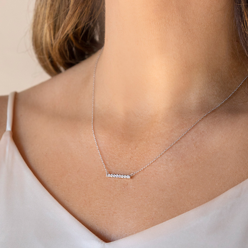Shared Prong Bar Necklace >