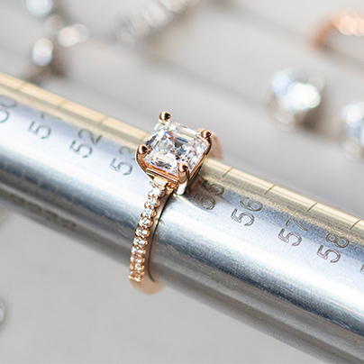 How Should An Engagement Ring Fit