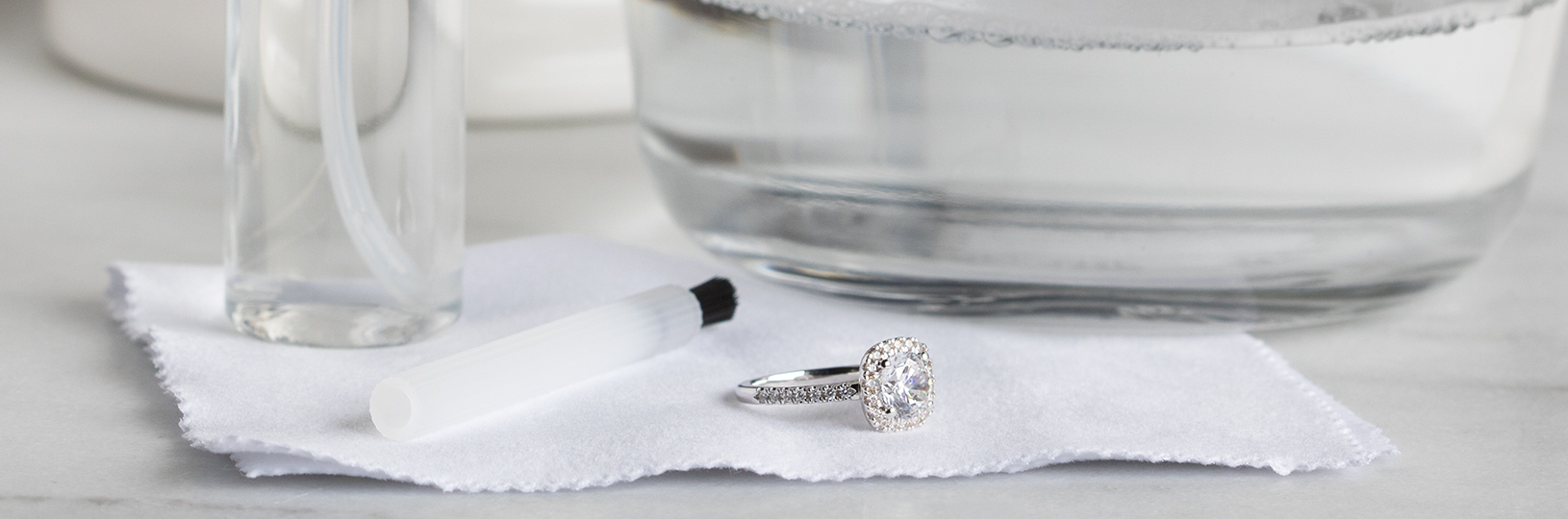 Kit for cleaning your engagement ring