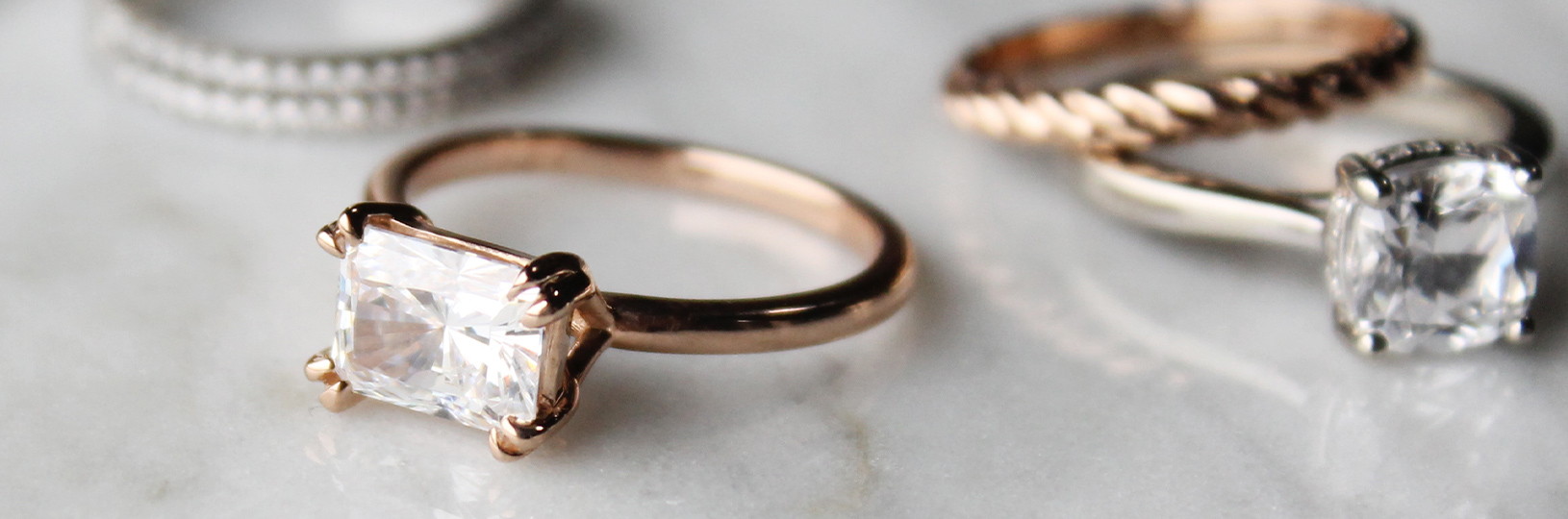 Claw prong engagement ring